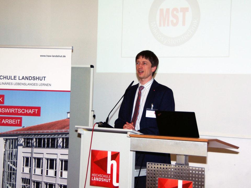 Der Initiator der Veranstaltung, Prof. Dr. Artem Ivanov, bei seiner Einführung.